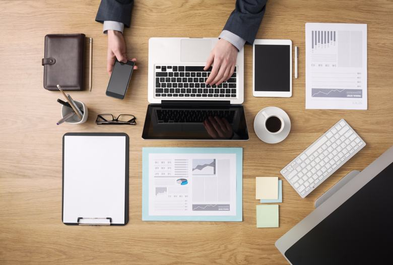 Keep Your Work Space Clear and Decluttered
